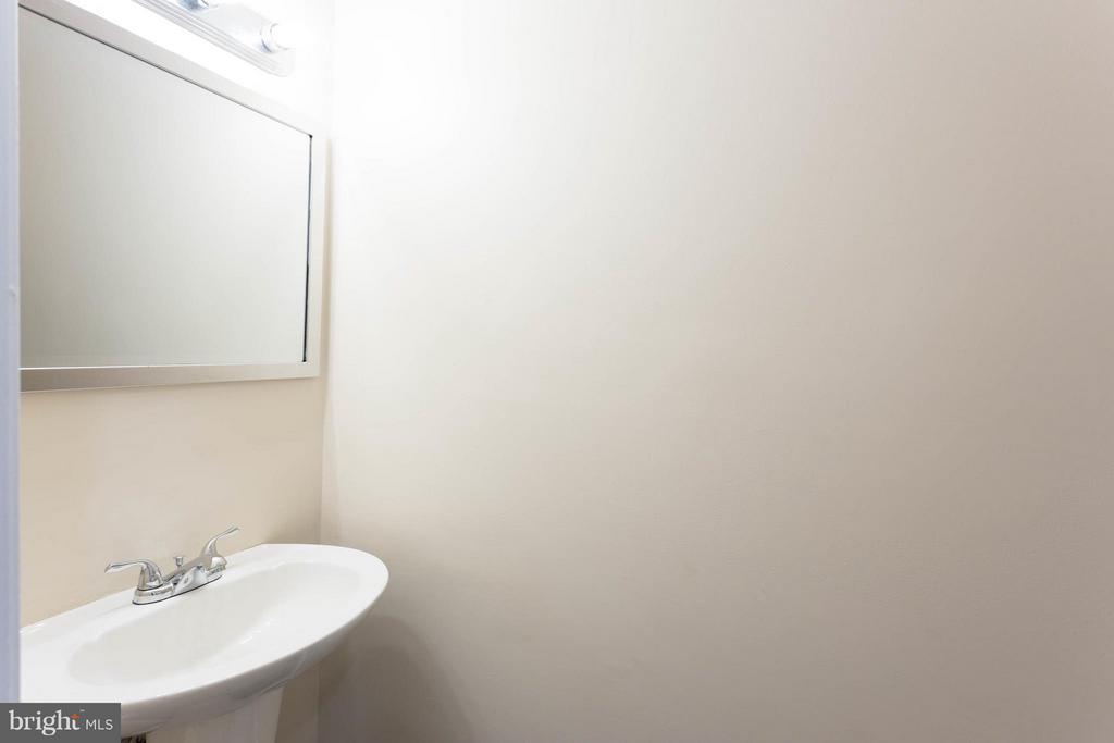 Updated half bath - 9094 FLORIN WAY, UPPER MARLBORO