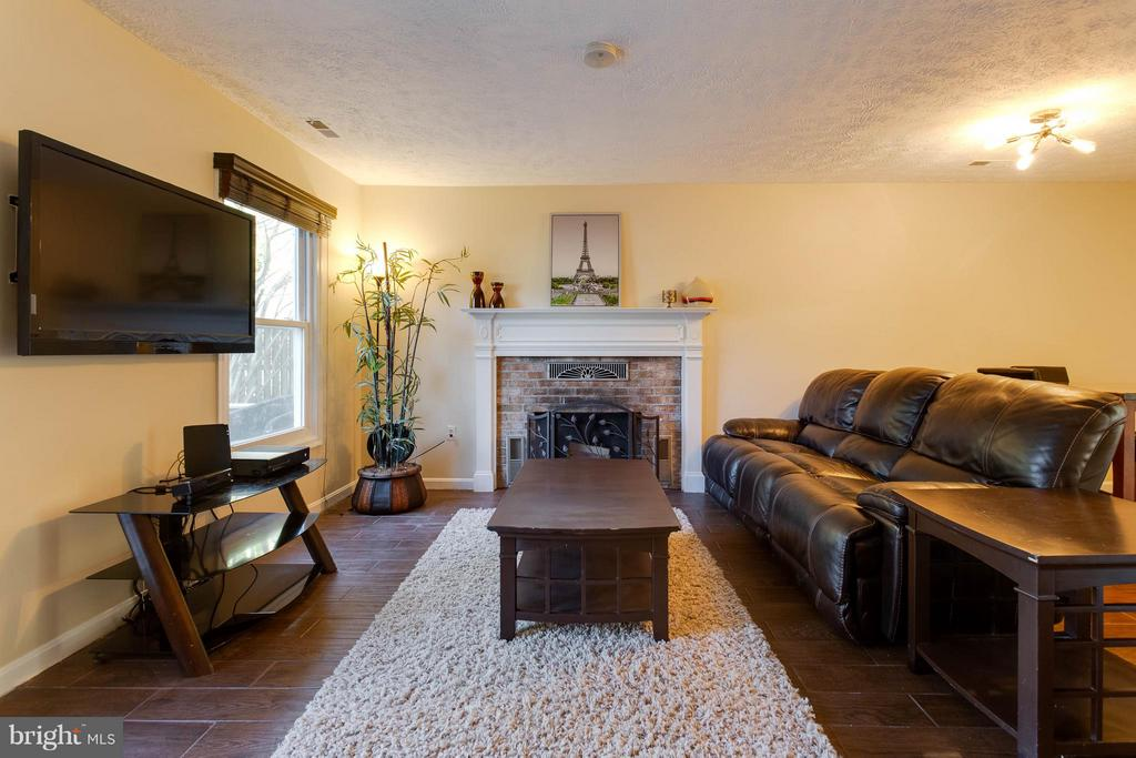 Relax by the fire - 9094 FLORIN WAY, UPPER MARLBORO