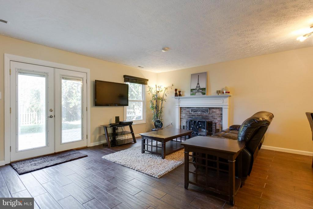 Spacious living room - 9094 FLORIN WAY, UPPER MARLBORO