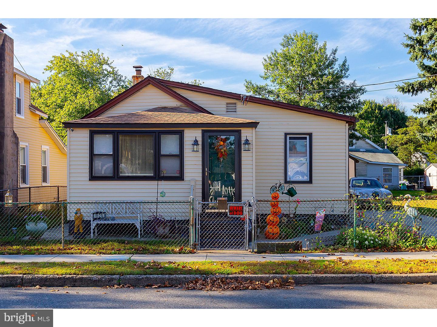 Photo of home for sale at 1120 Asbury Avenue, National Park NJ