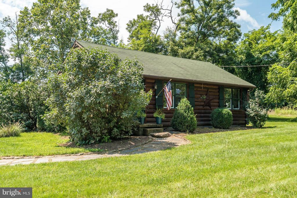 Renovated 2 Bedroom Log Cabin - 20022 TRAPPE RD, BLUEMONT