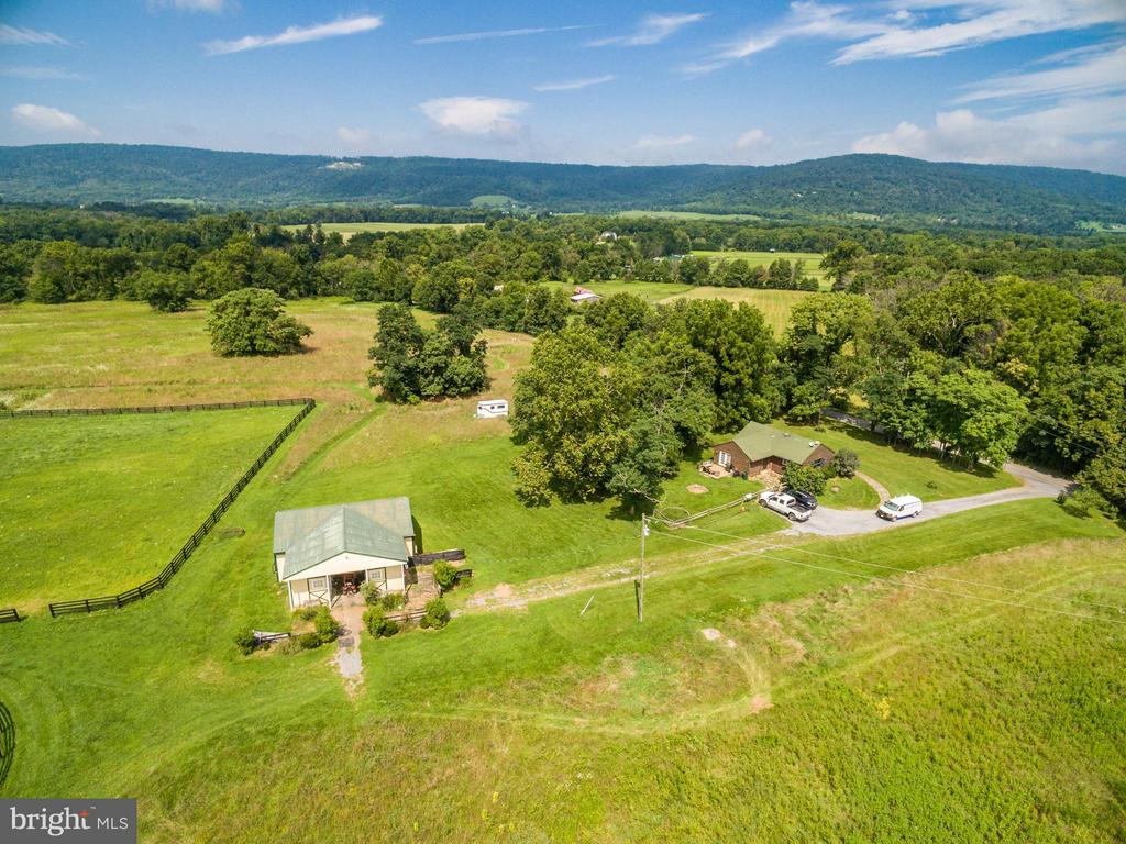 4 Stall Barn & 2 Bedroom Log Cabin on the right - 20022 TRAPPE RD, BLUEMONT