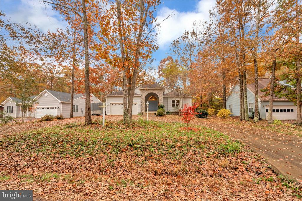 Nice circular driveway for curb appeal - 118 JEFFERSON AVE, LOCUST GROVE