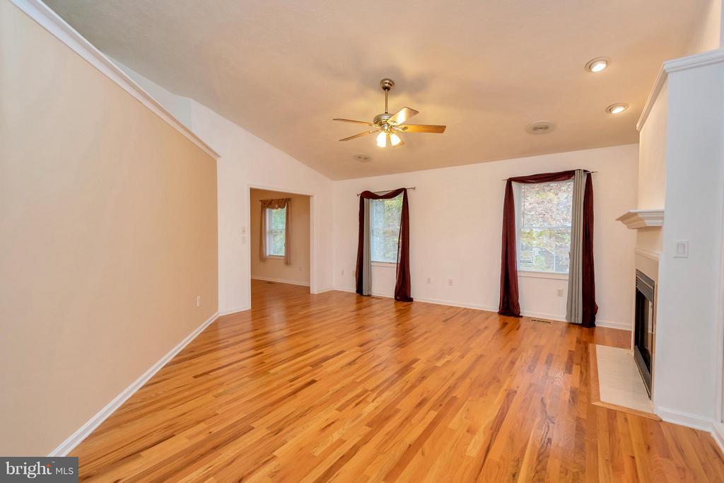 Gleaming hardwood floors - 118 JEFFERSON AVE, LOCUST GROVE