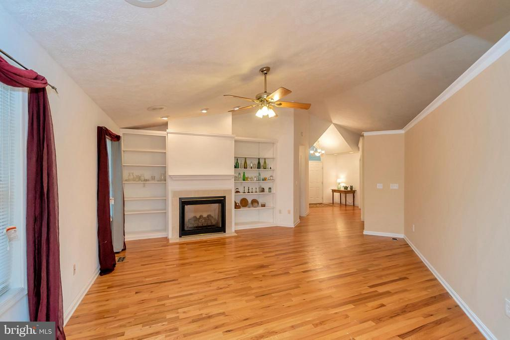 How about those built in shelves! - 118 JEFFERSON AVE, LOCUST GROVE
