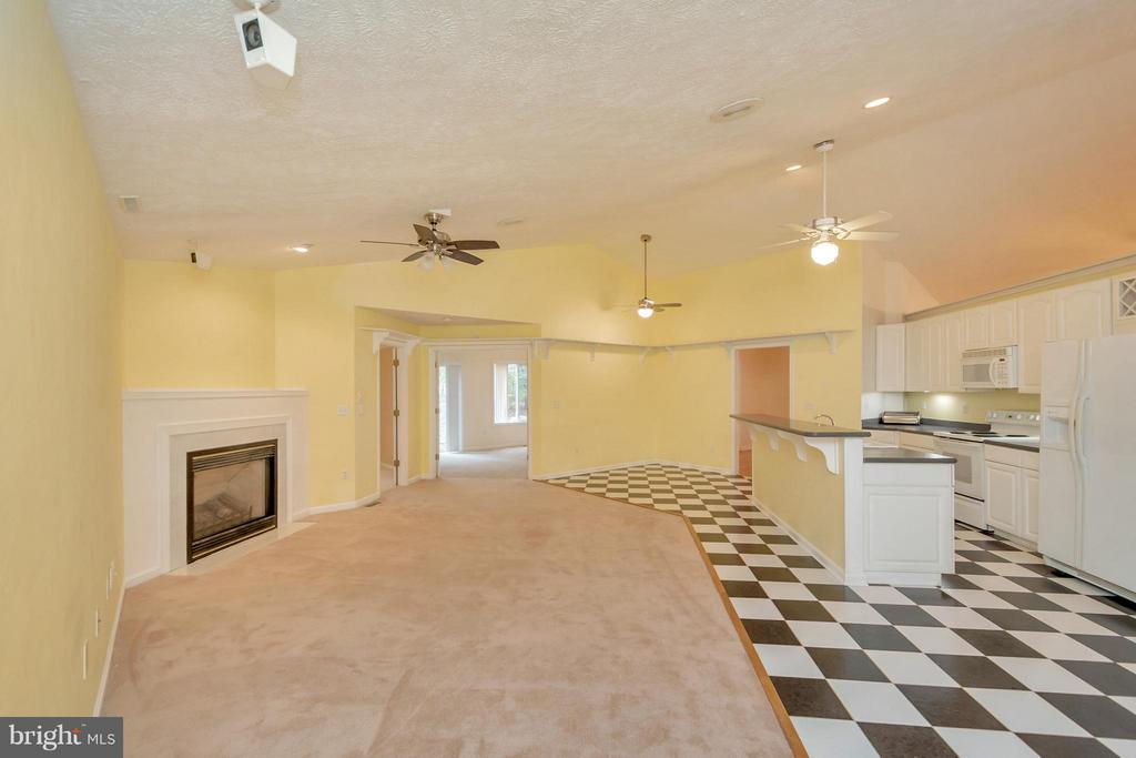 Floor plan keeps family close - 118 JEFFERSON AVE, LOCUST GROVE