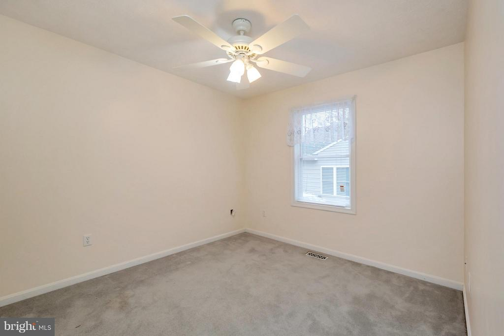 Bedroom #2 for guests or family - 118 JEFFERSON AVE, LOCUST GROVE