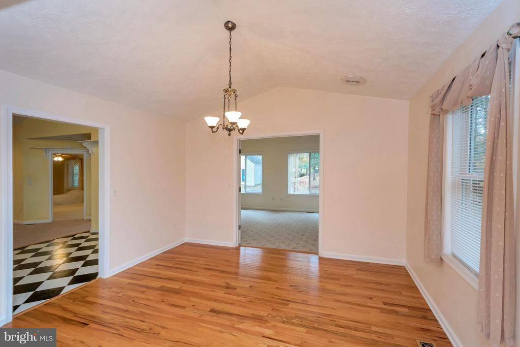 Great layout for entertaining - 118 JEFFERSON AVE, LOCUST GROVE