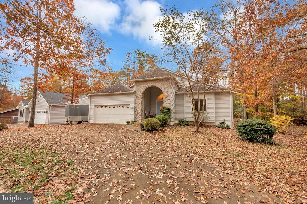 Custom built property ready for you to call home - 118 JEFFERSON AVE, LOCUST GROVE