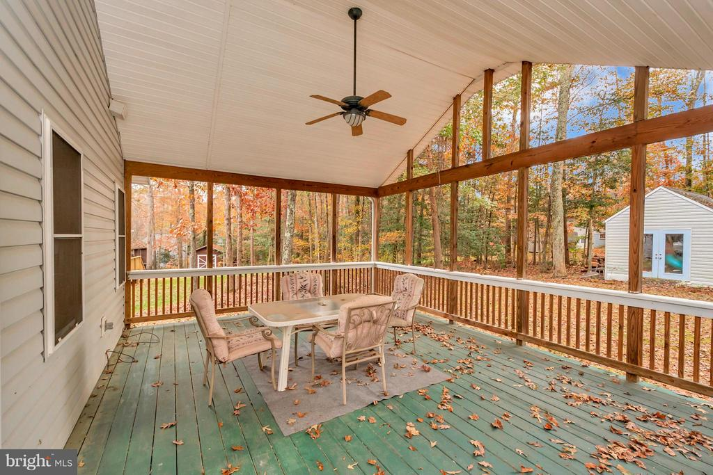 Large covered porch for outdoor enjoyment - 118 JEFFERSON AVE, LOCUST GROVE