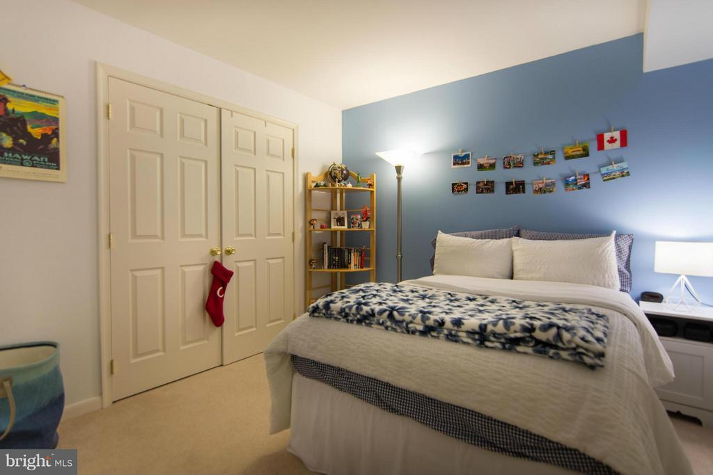 Guest Room~ - 1020 STONINGTON DR, ARNOLD
