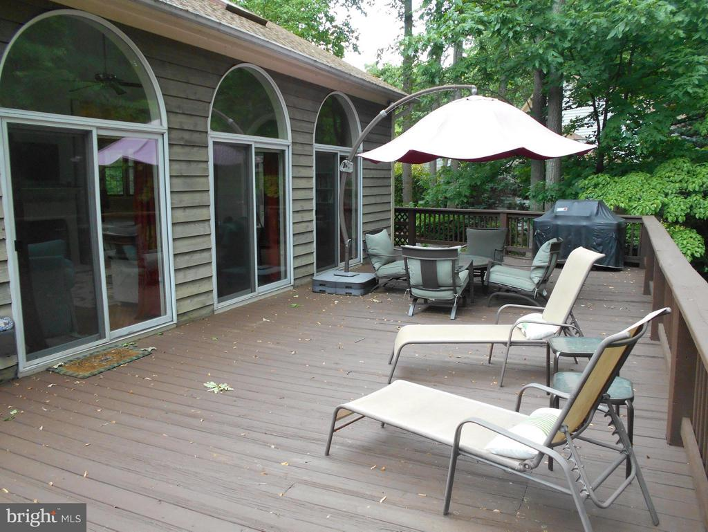 Perfect for entertaining~ - 1020 STONINGTON DR, ARNOLD