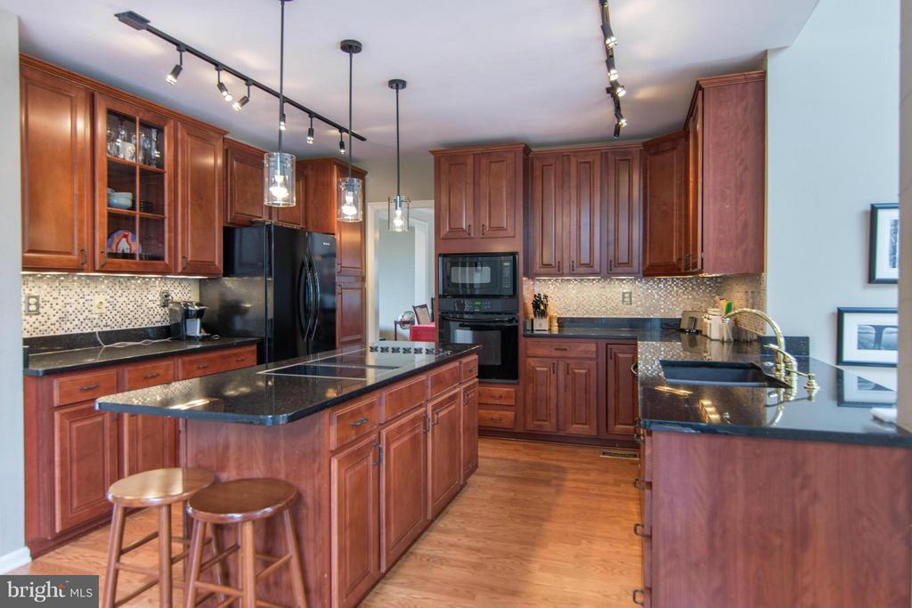 Kitchen - 1020 STONINGTON DR, ARNOLD