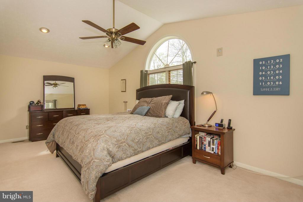 Bedroom (Master) - 1020 STONINGTON DR, ARNOLD