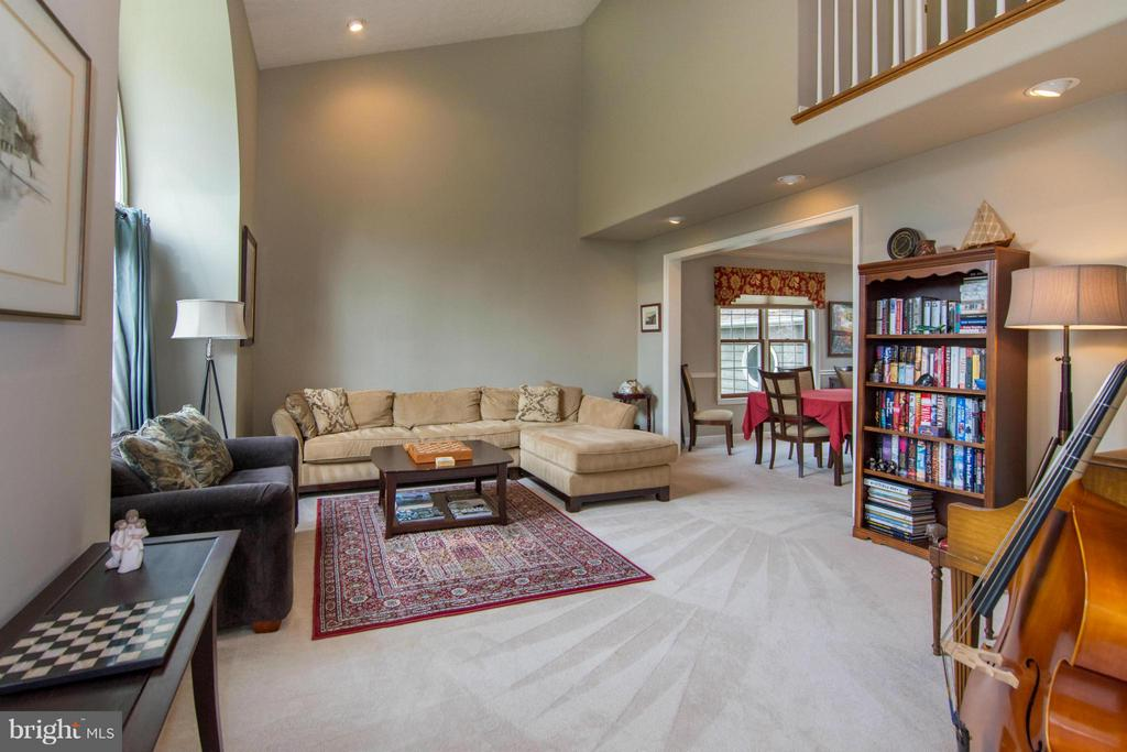 Living Room - 1020 STONINGTON DR, ARNOLD