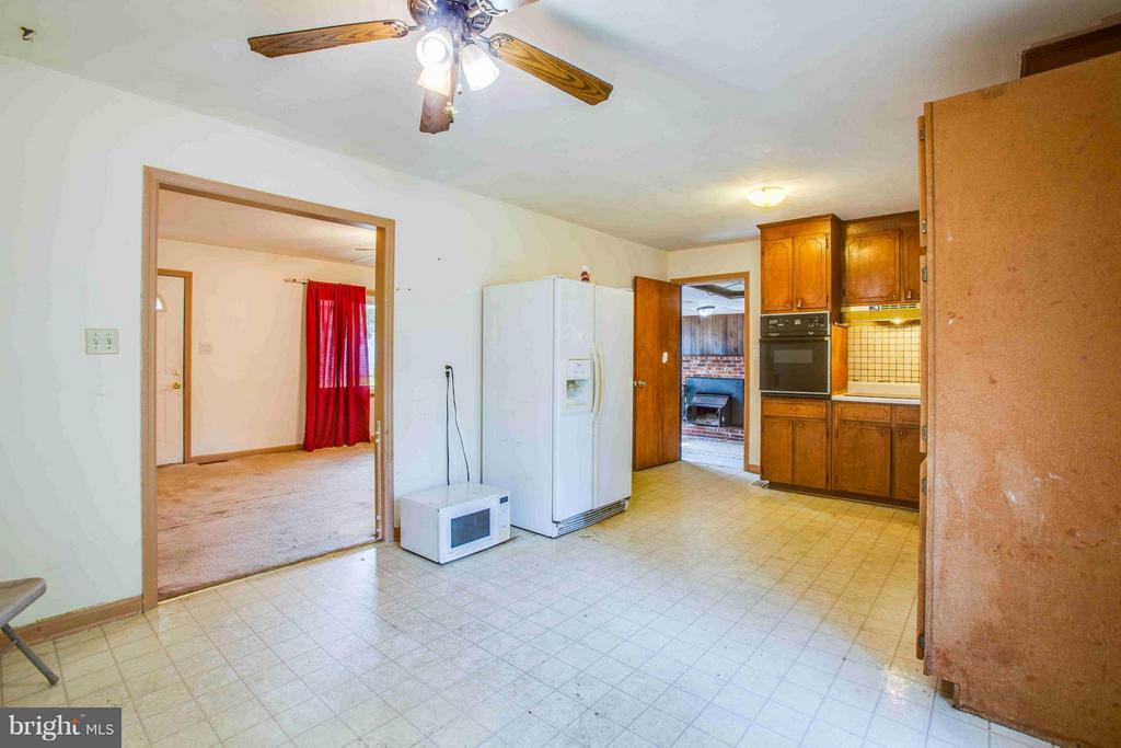 Kitchen and eat in area - 602 EDWARDS DR, FREDERICKSBURG