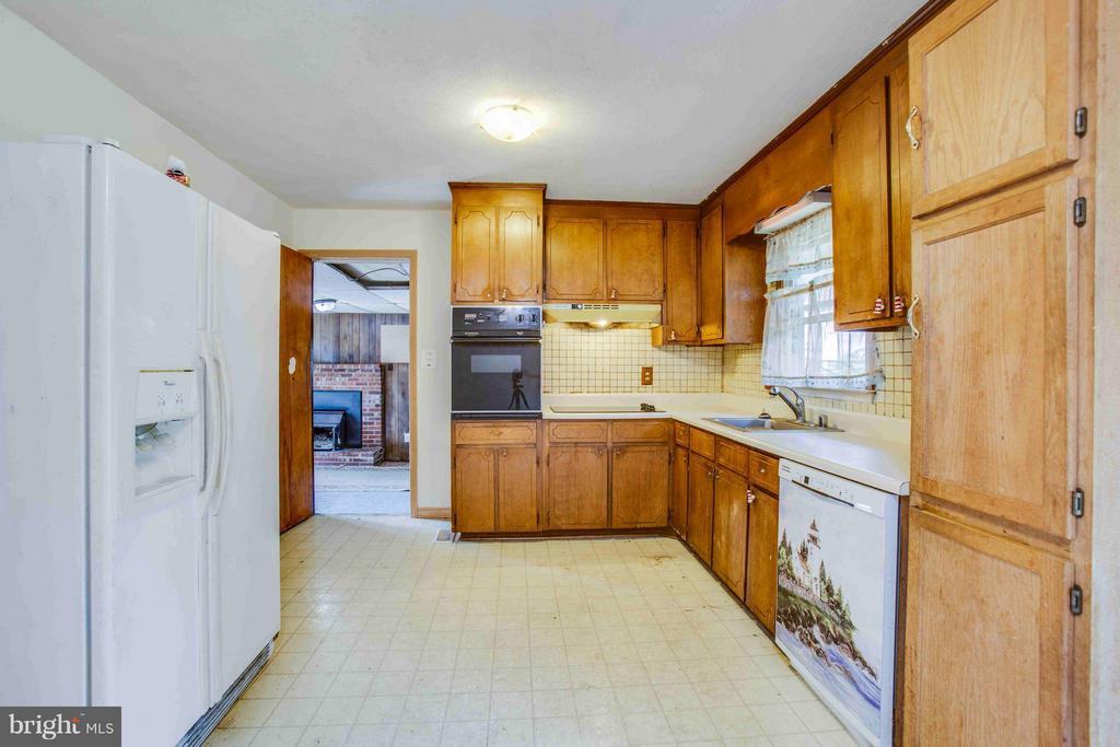 Kitchen - 602 EDWARDS DR, FREDERICKSBURG