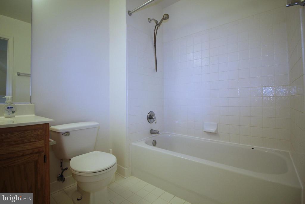 Bath - 1611 FAIRMOUNT AVE, BALTIMORE