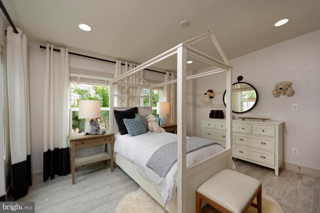 Bedroom #2 w. full bath and walk-in closet - 322 ADOLF CLUSS CT SE #N, WASHINGTON