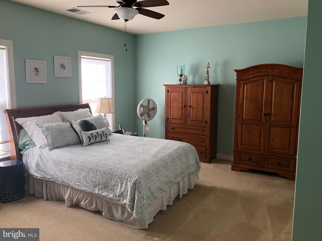 Large 4th Bedroom.Princess suite with on-suite. - 6 SCARLET FLAX CT, STAFFORD