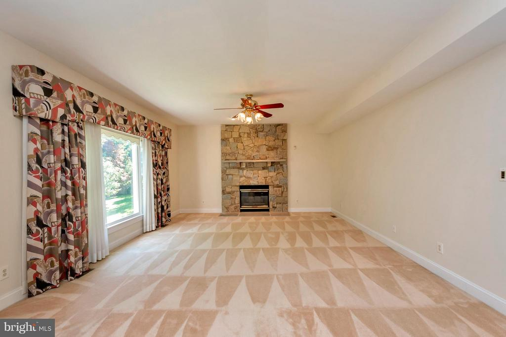 Family Room with gas fireplce - 5807 WESTCHESTER ST, ALEXANDRIA