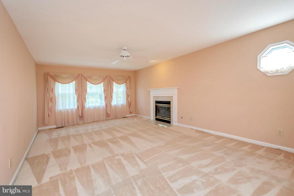 Master bedroom with gas fireplace - 5807 WESTCHESTER ST, ALEXANDRIA