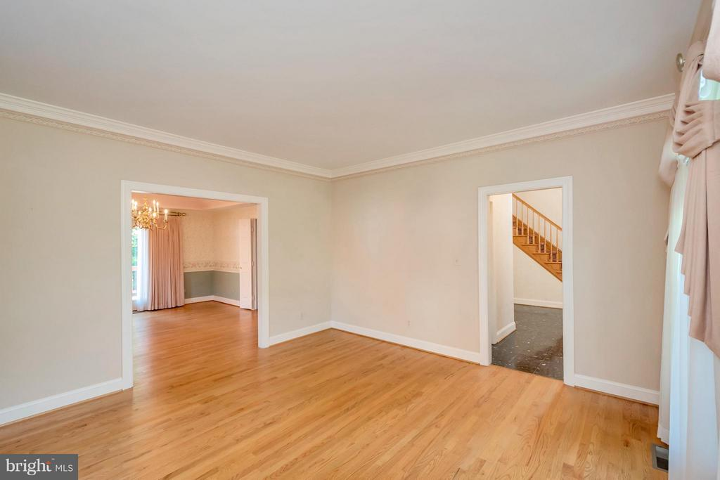 View from living room~ - 5807 WESTCHESTER ST, ALEXANDRIA