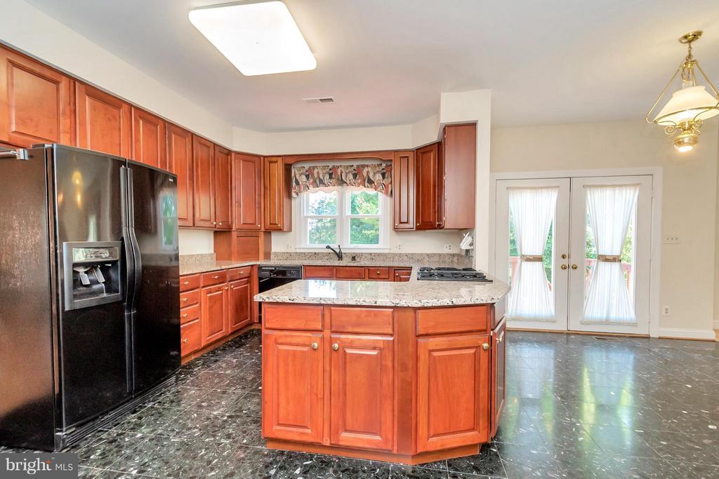 Kitchen - 5807 WESTCHESTER ST, ALEXANDRIA
