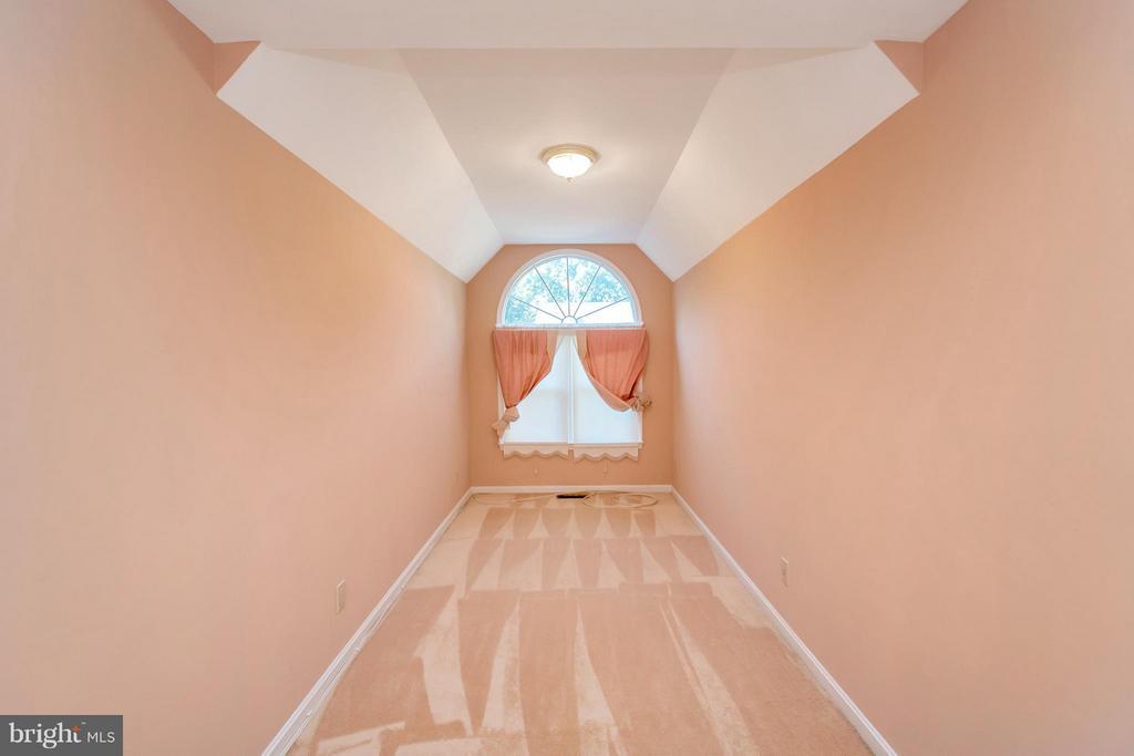 Master bedroom Sitting Area - 5807 WESTCHESTER ST, ALEXANDRIA