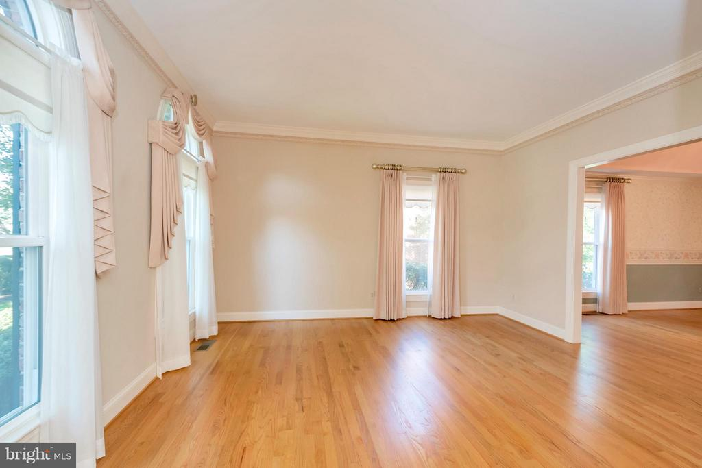 Formal Living Room - 5807 WESTCHESTER ST, ALEXANDRIA
