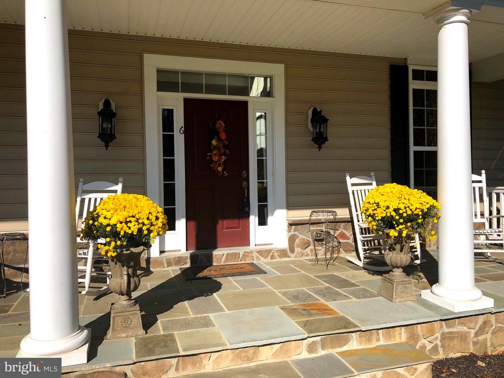 Flagstone front porch - Welcome home. - 6 SCARLET FLAX CT, STAFFORD
