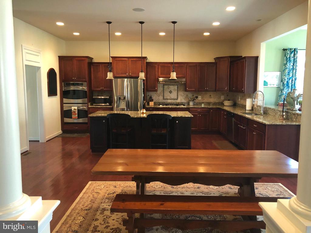 Breakfast area within expansive kitchen. - 6 SCARLET FLAX CT, STAFFORD