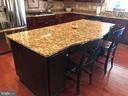 Giant island with seating. - 6 SCARLET FLAX CT, STAFFORD