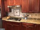 Gas cooktop with hood and beautiful backsplash. - 6 SCARLET FLAX CT, STAFFORD