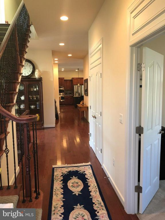 Hall on main level. - 6 SCARLET FLAX CT, STAFFORD