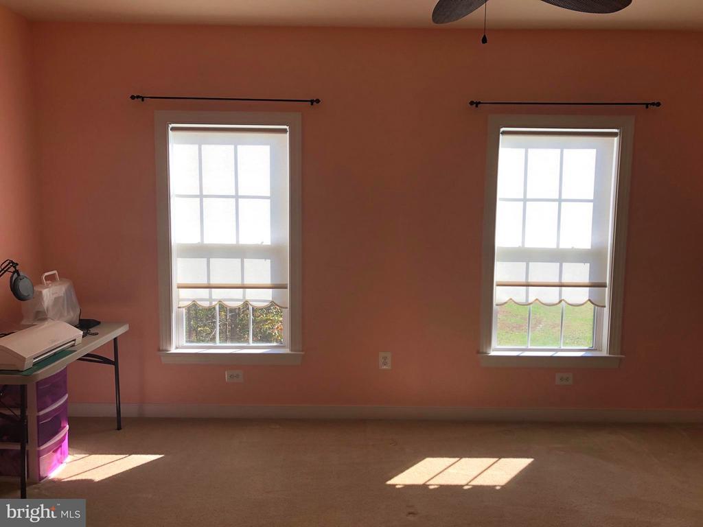 Plenty of windows. - 6 SCARLET FLAX CT, STAFFORD