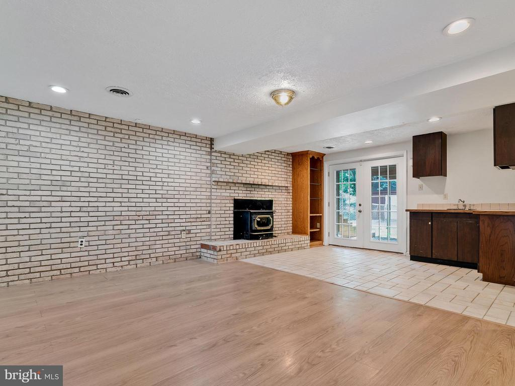 Large Area Perfect for Family Room - 14212 MAPLEDALE AVE, WOODBRIDGE