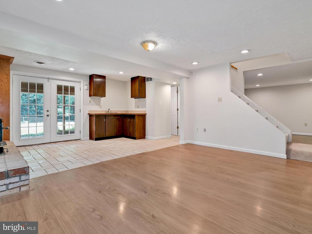 Basement Room with Gleaming Hardwoods and tile - 14212 MAPLEDALE AVE, WOODBRIDGE