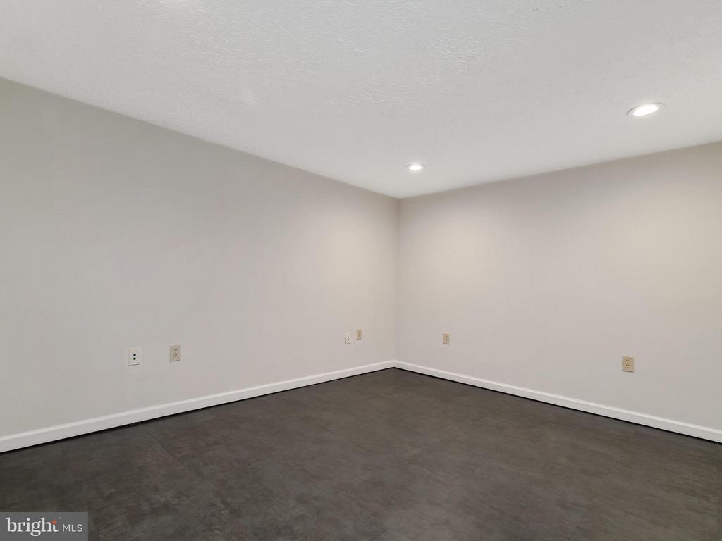 Extra Room for Family Room or Office - 14212 MAPLEDALE AVE, WOODBRIDGE