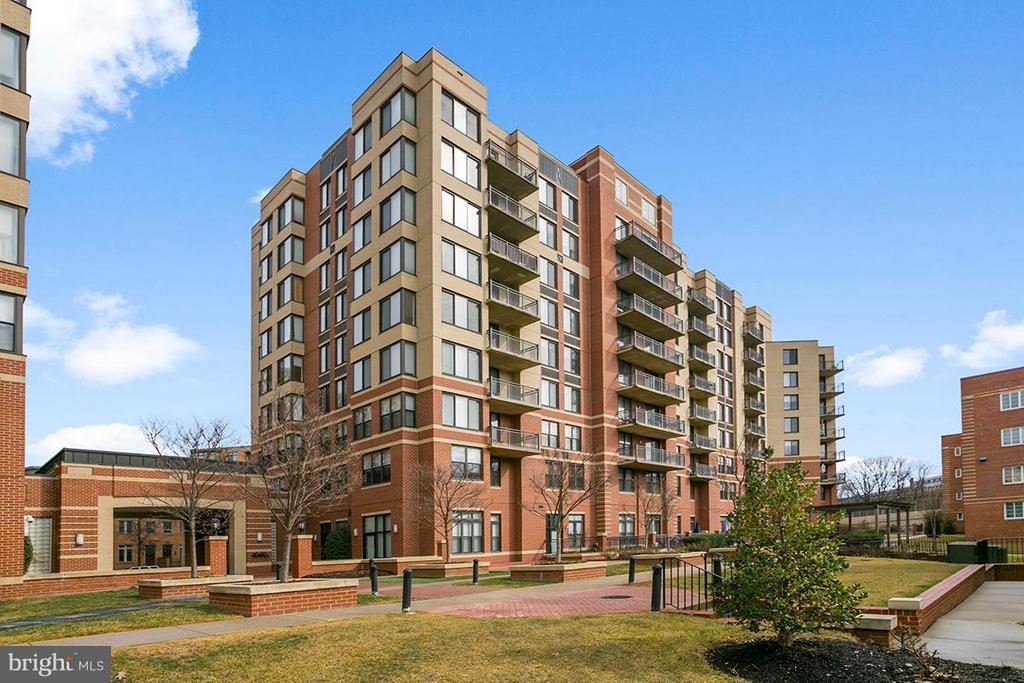 Arlington Homes for Sale -  City View,  2220  FAIRFAX DRIVE  204