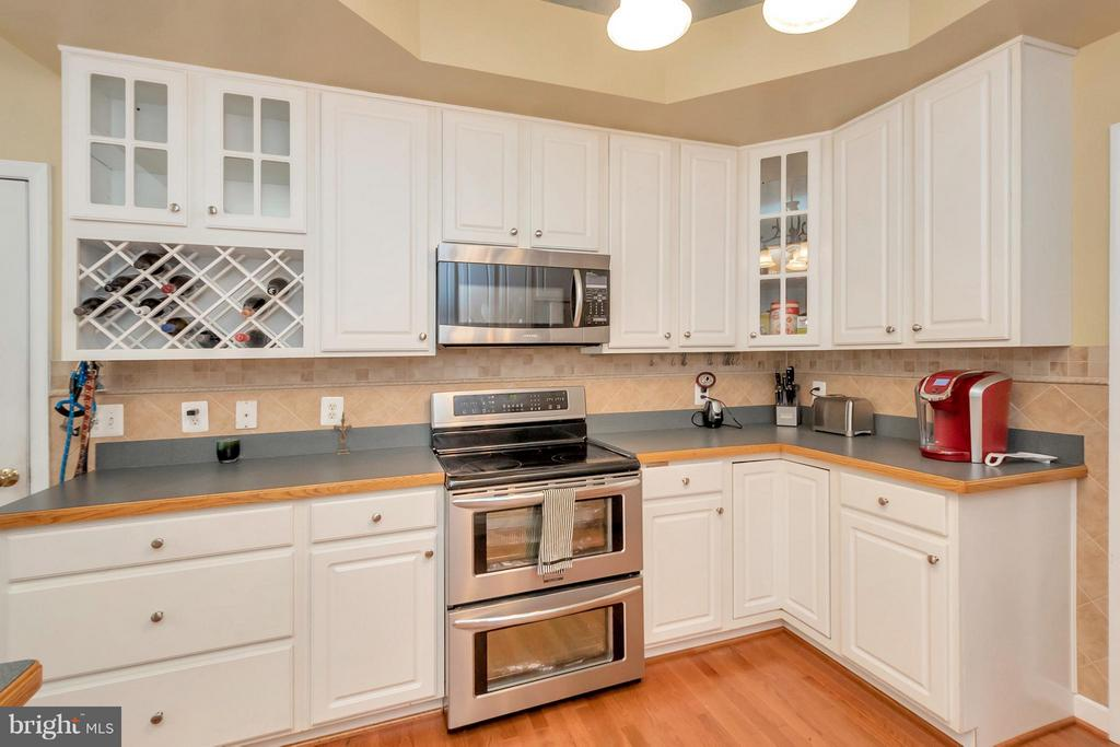 Kitchen with Double Oven & Wine Rack - 11904 BUTTERCUP LN, FREDERICKSBURG