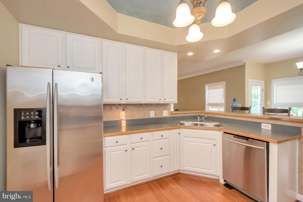 Kitchen with Tray Ceiling - 11904 BUTTERCUP LN, FREDERICKSBURG
