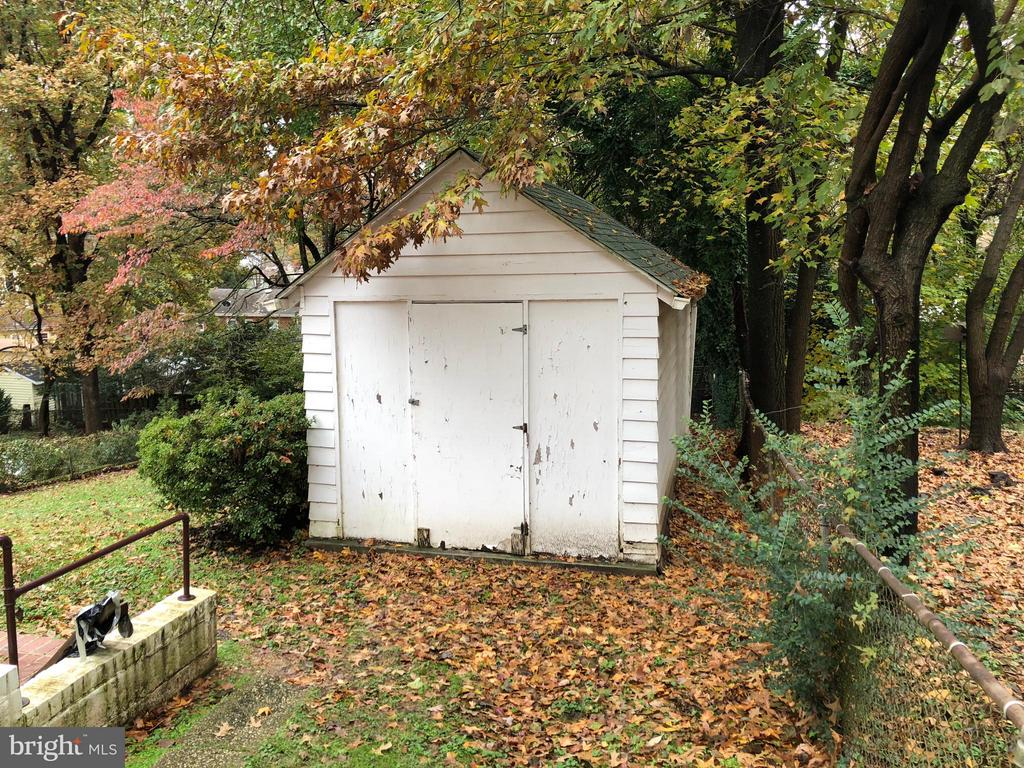 Small garage is a BIG shed - 3921 LIVINGSTON ST, HYATTSVILLE