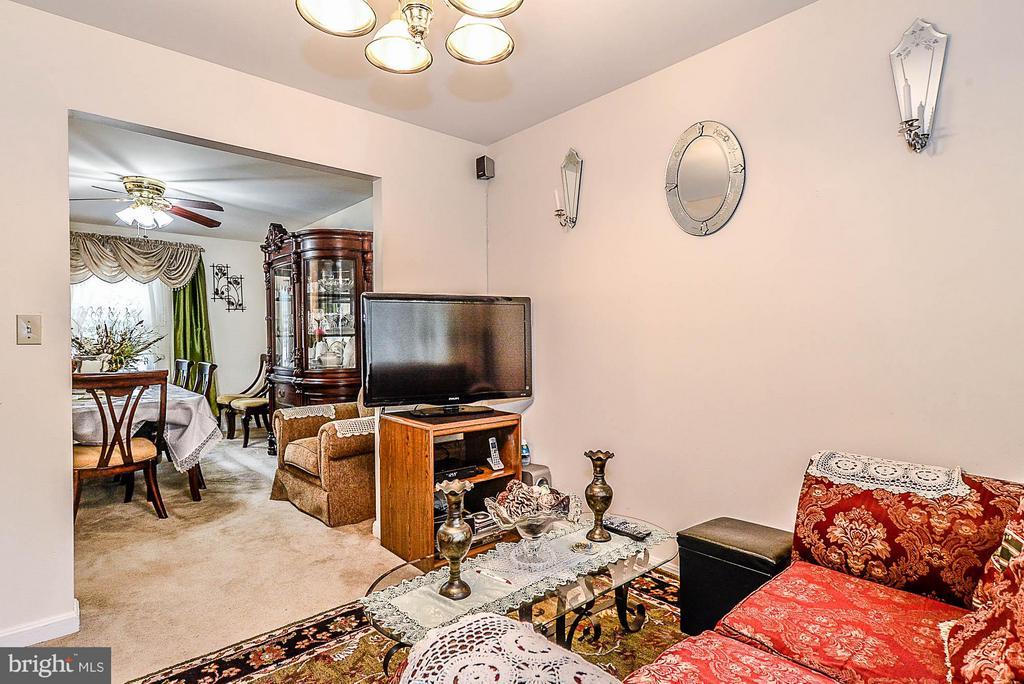 Family Room - 104 ROANOKE ST, FREDERICKSBURG