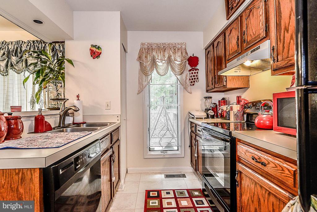 Kitchen - 104 ROANOKE ST, FREDERICKSBURG