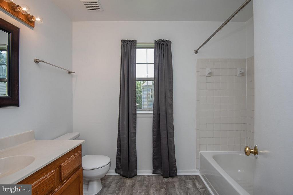 Bath (Master) - 57 MCPHERSON CIR, STERLING