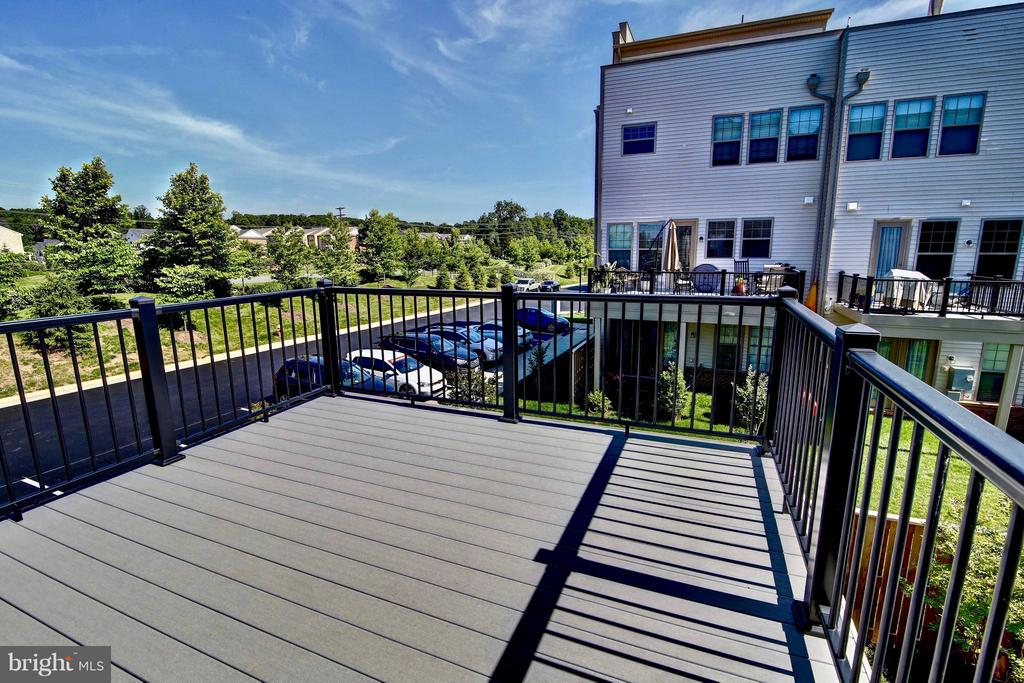 Walkout Balcony from Kitchen - 23386 EPPERSON SQ, ASHBURN