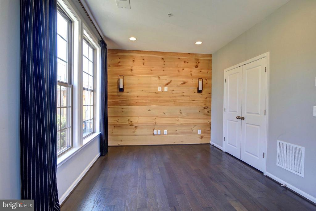 Lower Level with Inlaid Shiplap - 23386 EPPERSON SQ, ASHBURN