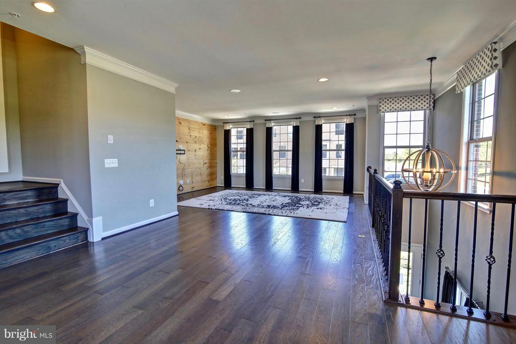 Wide Plank Wood Floors Throughout Main Level - 23386 EPPERSON SQ, ASHBURN