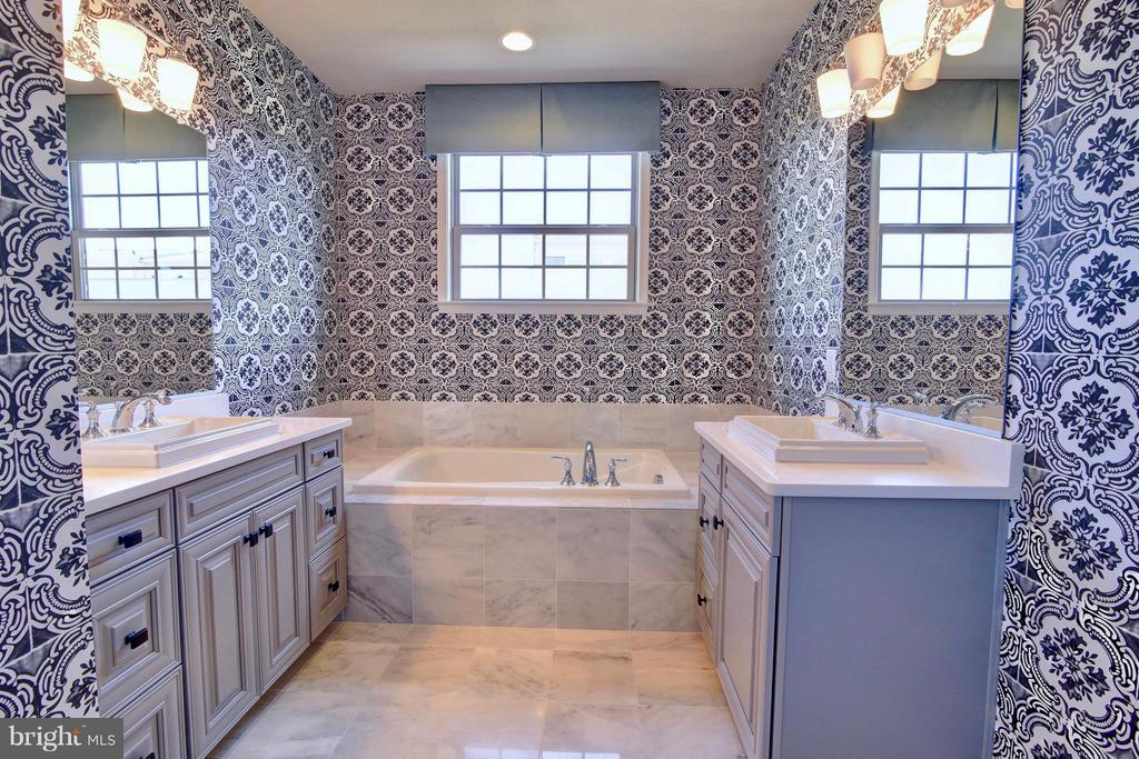 Master Bath with Upgraded Tile and Cabinetry - 23386 EPPERSON SQ, ASHBURN
